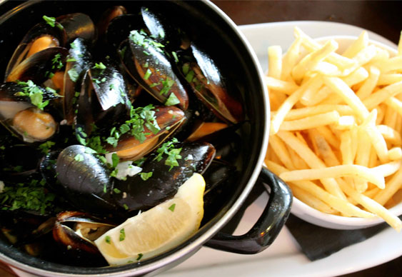 POKER TRAVELLER-FEB13-3-moules-frite