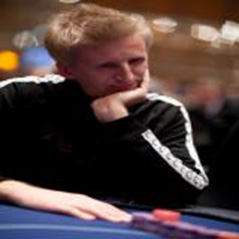 Andreas Hoivold marries Vegas dealer