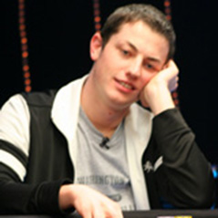 Antonius Narrows Dwan's Lead in durrrr Challenge