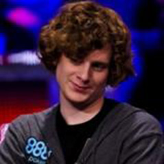WSOP Main Event - Cody and Holden build big stacks